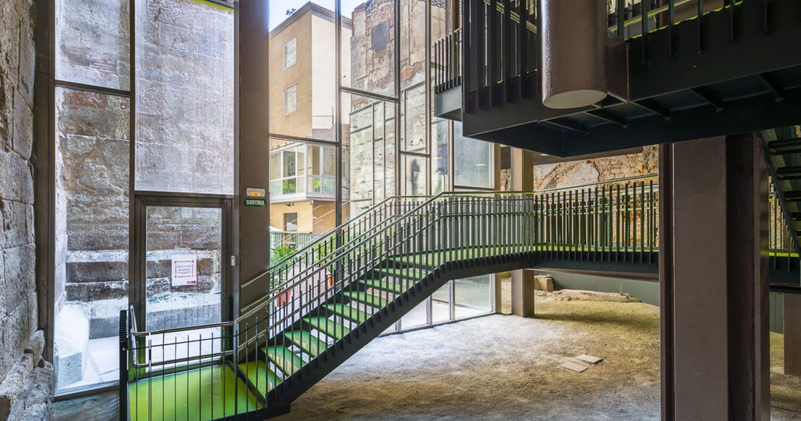 Arquitectura corporativa en Barcelona por 2345 Arquitectes Centre Cívic Pati Llimona | 23:45 Arquitectes