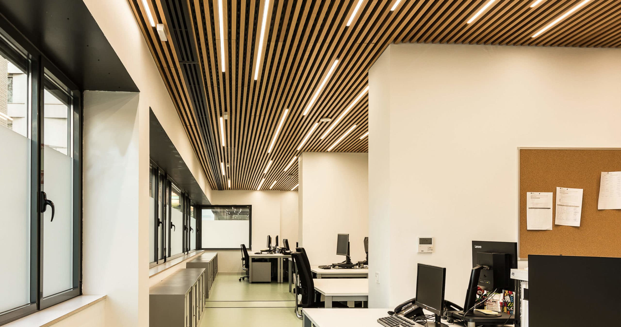 Diseño interior de las oficinas de EAIA en Barcelona | 23:45 Arquitectes